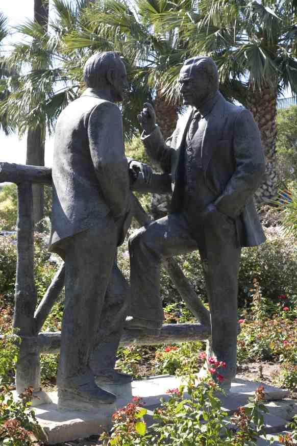 Atatürk ve İnönü heykeli