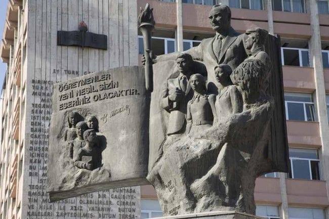Başöğretmen Anıtı, Milli Eğitim Bakanlığı, Ankara tankut öktem