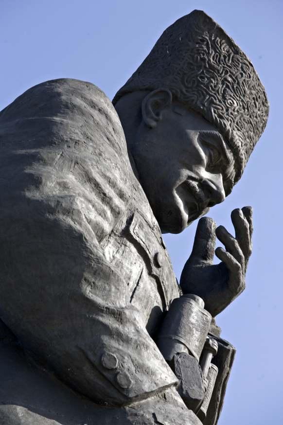 büyük taarruz anıtı atatürk heykeli tankut öktem