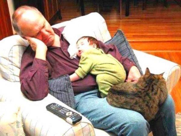saat kedi uyku bebek
