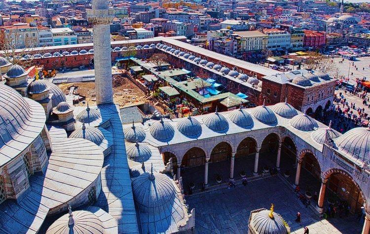 Mısır Çarşısı'nın Yeni Cami'den görünümü (Eminönü, İstanbul)