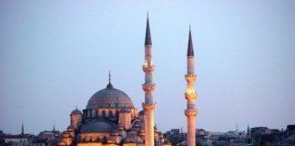 """Eminönü Yeni Cami'nin Simgesi """"Güvercinci Amca"""" Anlatıyor"""