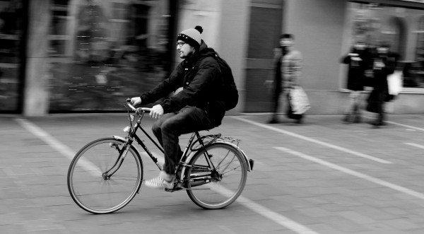 giden bisiklet insan
