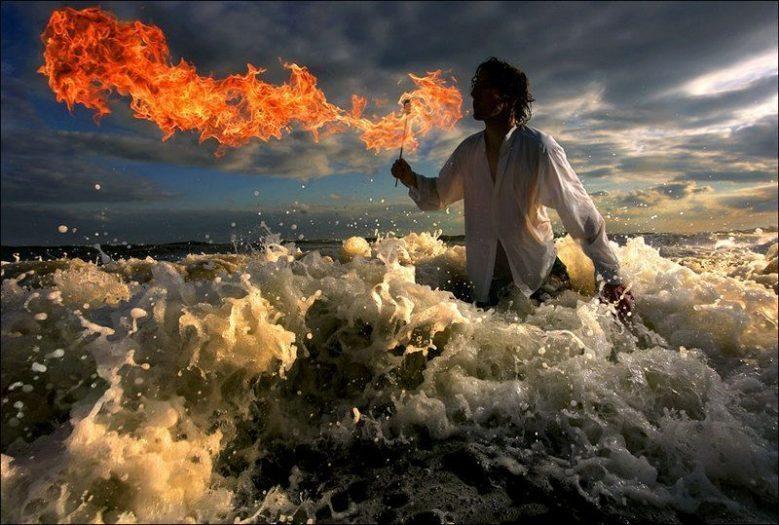 gerçek ateş deniz alev adam su