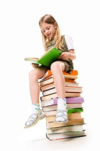 kitap okuayan kız
