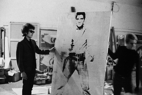Bob-Dylan-holding-Double-Elvis-Ferus-Type-at-the-Factory-at-231-East-47th-street-New-York-1965.