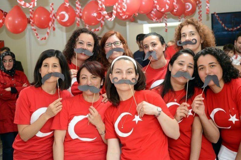 Brüksel'de yaşayan Türk anneler Çocuklar 23 nisan'ı kutladı