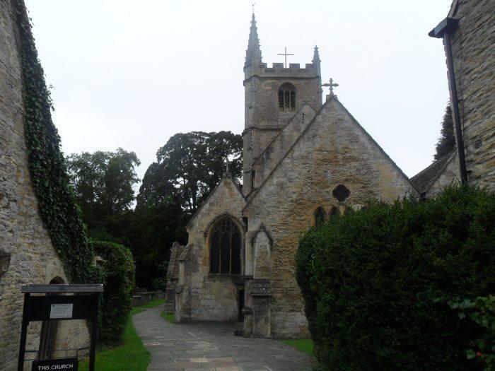 ingiliz köyü castle combe ingiltere britanya ortacag kilisesi