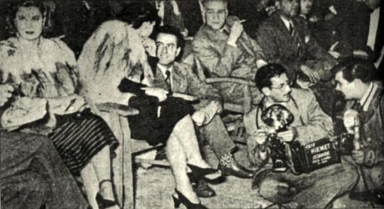 Ahmet Hamdi Tanpınar bir güzellik yarışmasında jüri üyeliği yaparken