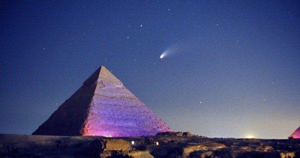 piramit gece akşam çölde colde
