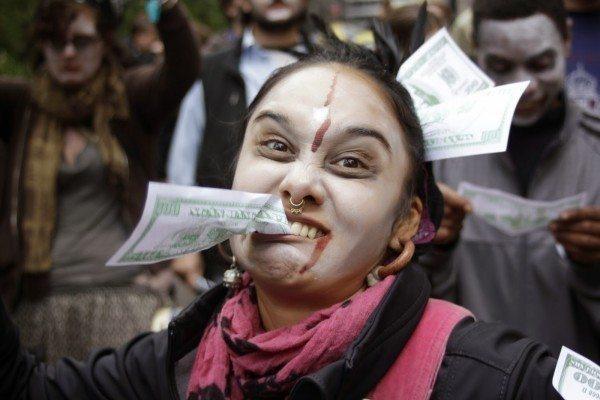tüketim alışveriş geçim maaş işsizlik avm sigorta ihtiyaç giyim para zombi tüketici