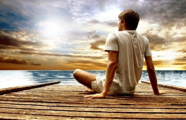 yeniden başlamak deniz sahil erkek adam gökyüzü güneş