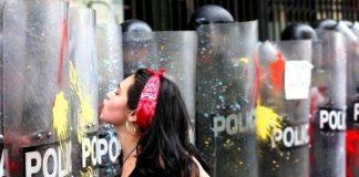 gezi parkı direnişi domino polis polisi öpen kadın