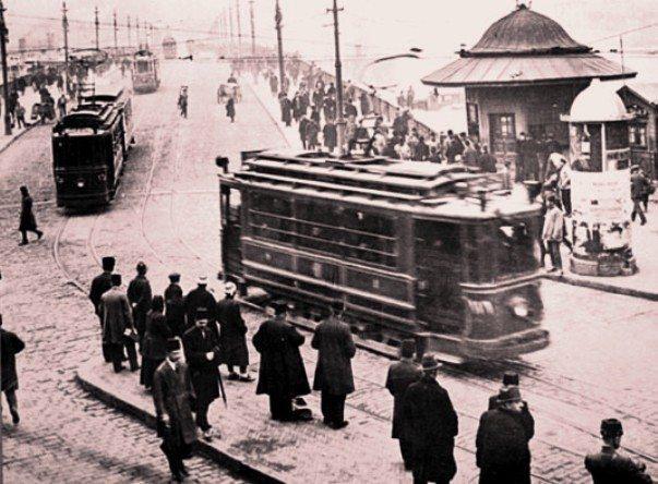 cumhuriyet karaköy tramvay durağı aydın okur yazar cumhuriyet dönemi türkiye istanbul