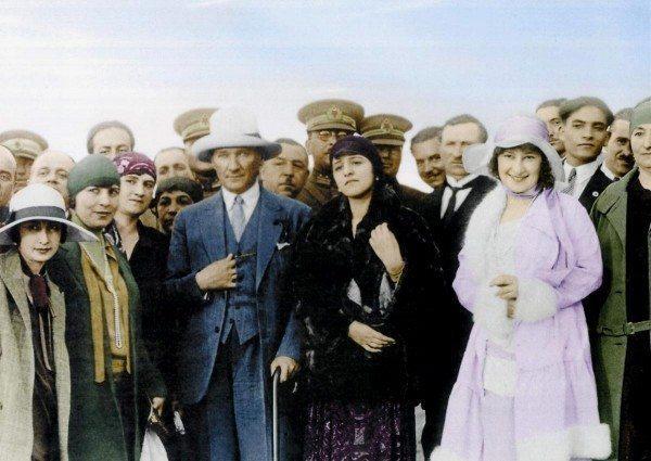 Zamanın Ruhunu Atatürk Kadar Kimse Bilemedi kadın