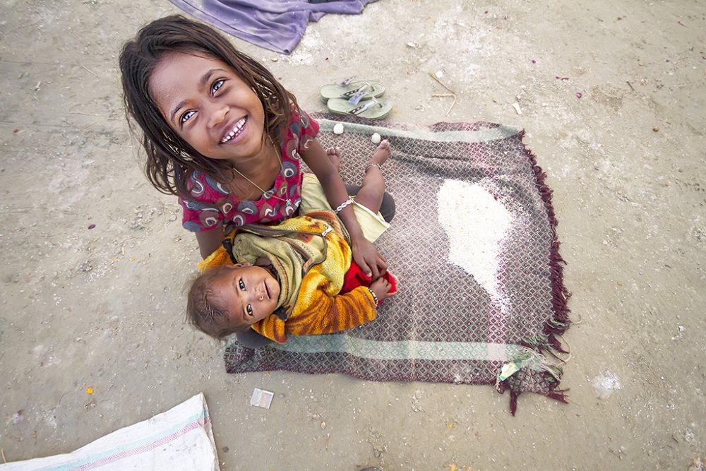 kız çocuk bebek toplum