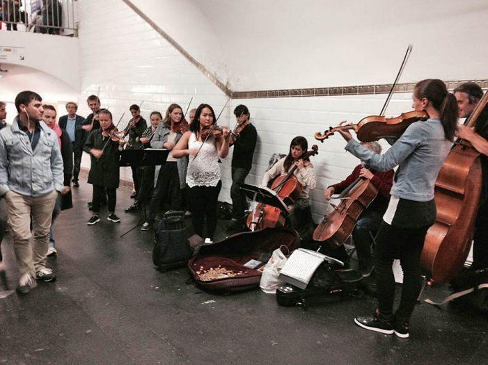 Paris metrosundaki müzisyenler