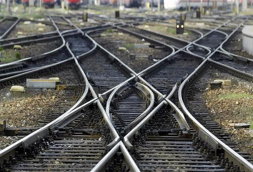 railroad-tracks-generic-photo-ap