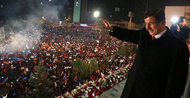 ak parti basbakan ahmet davutoglu-balkon konusmasi yapiyor ak parti