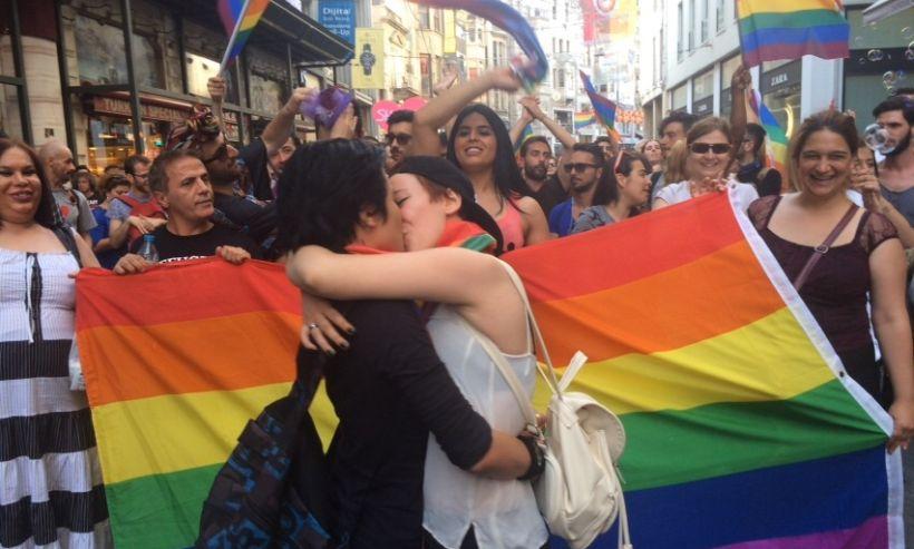 escinsellik nefret sucu lezbiyenler lezbiyen gey gay onur haftasi turkiyede escinsel olmak