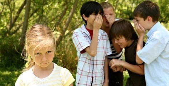 alay etmek okul çocuklar aile dalga geçmek küşük düşürmek okul psikoloji sorunlar