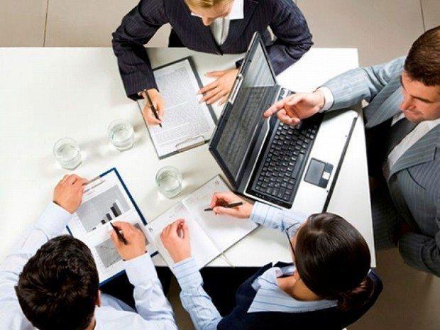 kriz yönetimi kriz masası kaos toplantı iş şirket firma çalışan personel yönetici tavsiyeler