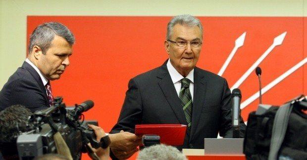 Deniz Baykal CHP genel başkanlığından istifa etti