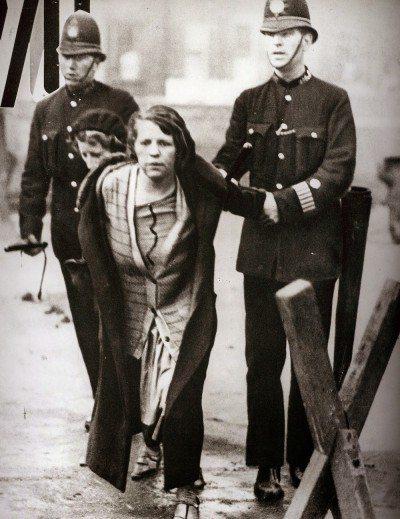 kadınların direniş öyküsü suffragette filmi polis