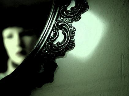 ayna kadın şikayet ağlama mağdur edebiyatı