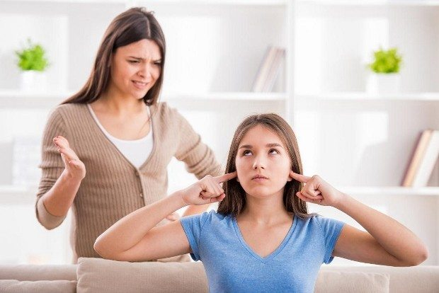 baskın anne baba çocuklar isyan ediyor aşırı ilgi kontrol