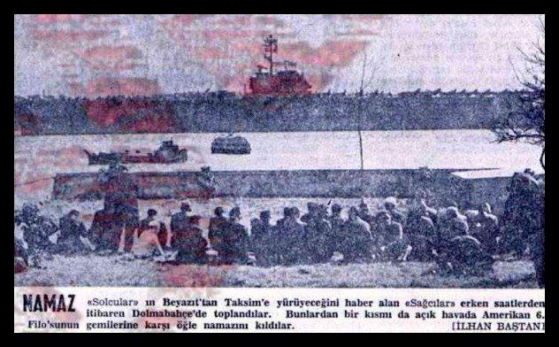 6. Filoyu protesto eden gençlere saldıran İslamcı gençlerin 6. Filo'ya bağlı gemiler önünde namaz kılışo