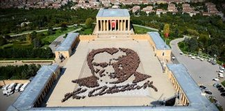 dünyanın en büyük canlı atatürk portresi anıtkabir