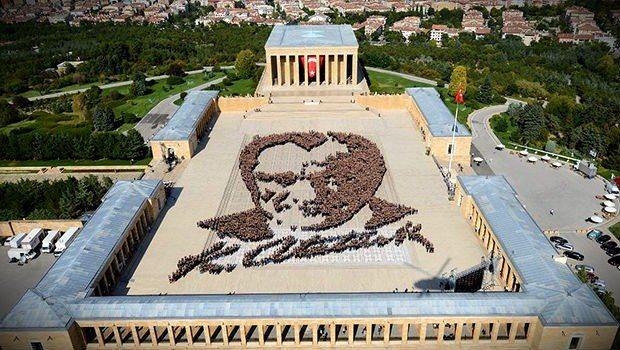 canlı türk bayrağı dünyanın en büyük canlı atatürk portresi anıtkabir Onur Tümer