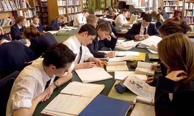 ergenlik döneminde okul ve eğitim öğretmenler ergenlere nasıl davranmalı