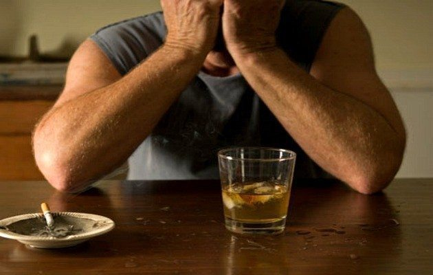 Sağlıklı yaşam için alkol ve sigarayı hayatınızdan çıkarın