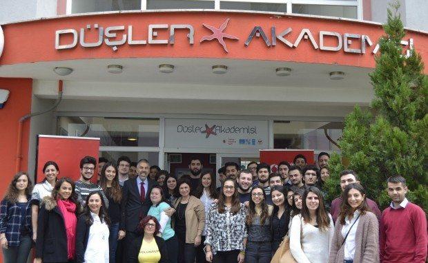 vodafone düşler akademisi geleceğin liderleri gençler