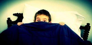 Bebeklikten ergenliğe yaşanan çocukluk korkuları nelerdir? Anne babalar, çocukların korkularını azaltmaya çalışırken ne gibi hatalar yapıyor?