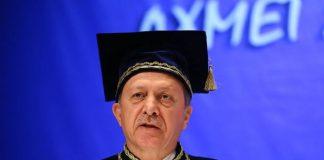Gazeteci Ayşe Hür, Cumhurbaşkanı Erdoğan'ın mezun olduğu belirtilen Marmara Üniversitesi'ne dilekçe yazarak Erdoğan'ın diplomasını sordu.