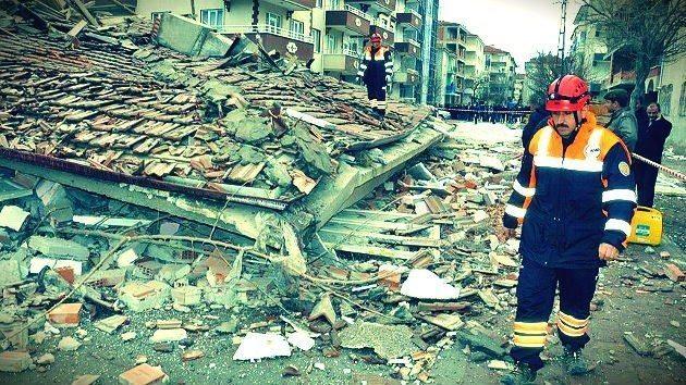 Binaları yıkan deprem değil denetim eksikliği