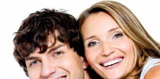 Diş beyazlatma uygulaması diş ve diş etlerine zarar verir mi? Diş rengi kaç ton beyazlatılıyor ve ne kadar sürüyor?
