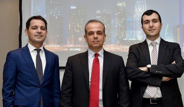 HSBC Türkiye Portföy Yönetimi Genel Müdürü Namık Aksel, HSBC Türkiye Portföy Yönetimi Stratejisti İbrahim Aksoy ve HSBC Türkiye Portföy Yönetimi Çoklu Varlık Fonları Kıdemli Yöneticisi Osman Yılmaz