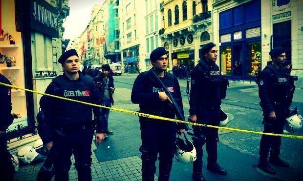Korkudan patlattı iddiası istiklal caddesi taksim meydanı güvenlik kordonu