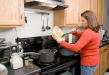 Ev kazalarına en çok kadınlar maruz kalıyor. Acil Servislere gelen başvuranların yüzde 25'i ev kazalarından kaynaklanıyor.
