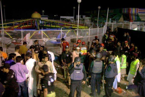 Pakistan'ın Lahor kentinde bir lunaparkta canlı bomba patladı. Çoğu kadın ve çocuk olmak üzere 55 kişi hayatını kaybetti, 200'den fazla kişi yaralandı. Hedefin Hristiyanlar olduğu belirtildi.