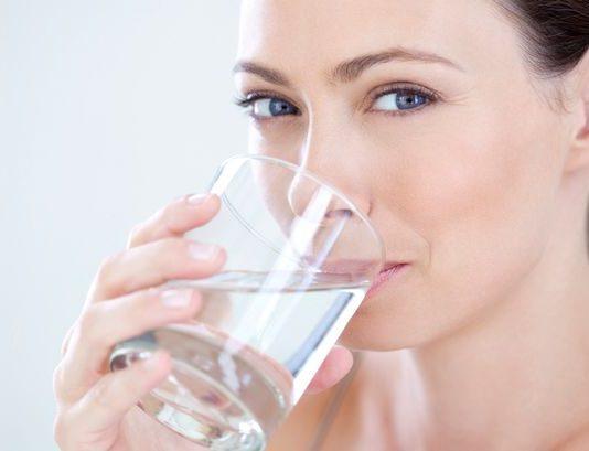 Yeterli su tüketimi cilt kırışıklıklarını önlüyor
