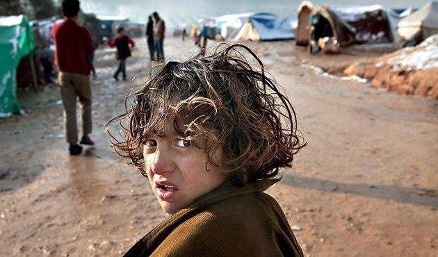 Suriyeli çocukların çocuk işçi, katalogla satılan bir köle olduğu Türkiye'de, Suriyeliler her geçen gün patlama noktası haline getirilen bir sosyal sorun haline geliyor.