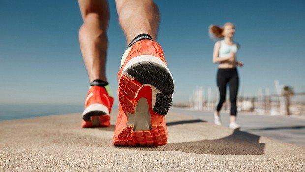 Özellikle spor yaparken seçilen yanlış ayakkabı tüm vücuda zarar verdiği gibi omurga sağlığını da olumsuz etkiliyor.