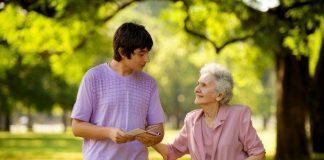 Yaşlılık psikolojisini yalnız kalma ve ölüm korkusunun beslediğine dikkat çeken uzmanlar, bu dönemde sosyalleşme huzurevi