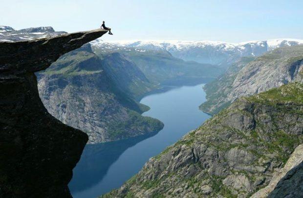 Trolltunga Norveç dünyanın en mutlu ülkeleri