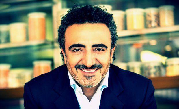 Böyle patronlar da var! Chobani isimli dev gıda şirketinin kurucusu Hamdi Ulukaya, dünyanın dört bir yanındaki 2 bin çalışanını şirketine ortak etmeye hazırlanıyor.